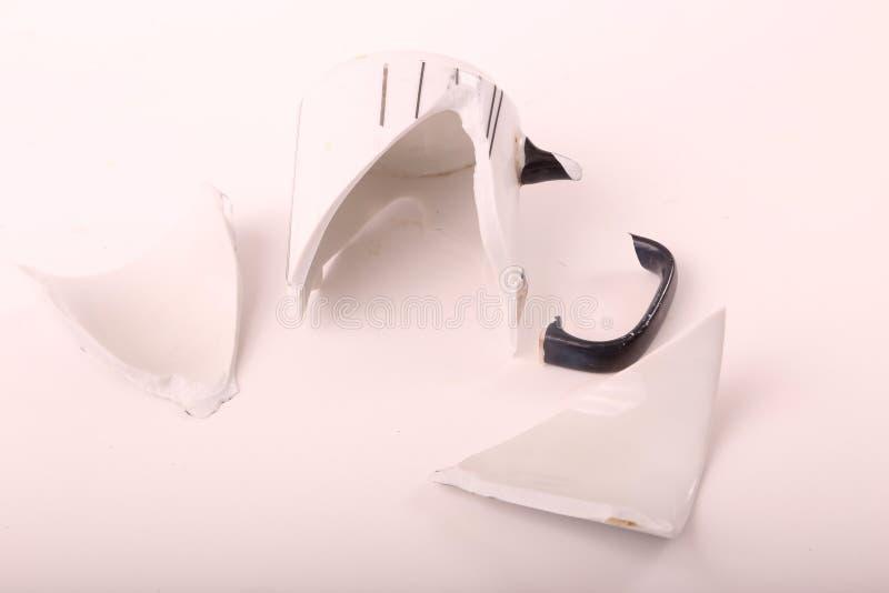残破的瓦器杯子 免版税图库摄影