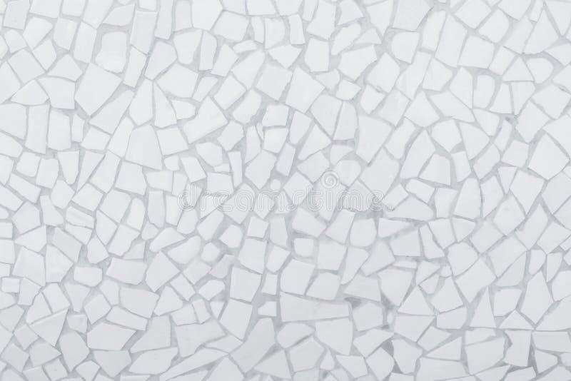 残破的瓦片马赛克无缝的样式 白色和灰色无缝瓦片墙壁高分辨率真正的照片或的砖和纹理 库存图片