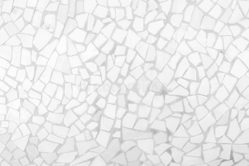 残破的瓦片马赛克无缝的样式 白色和灰色无缝瓦片墙壁高分辨率真正的照片或的砖和纹理 图库摄影