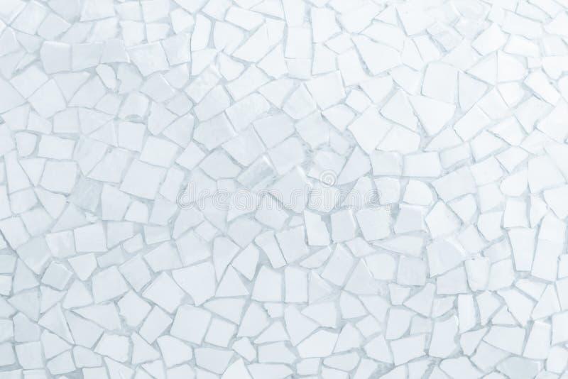 残破的瓦片马赛克无缝的样式 白色或灰色瓦片真正的wa 免版税图库摄影