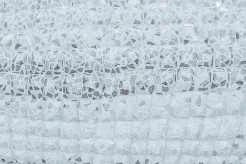 残破的瓦片马赛克无缝的样式 白色或灰色瓦片真正的wa 免版税库存图片