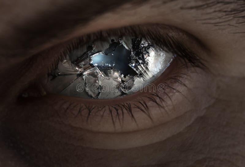 残破的眼睛和玻璃 免版税图库摄影