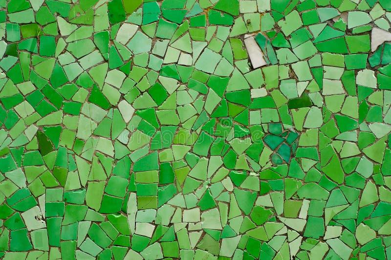 残破的绿色瓦片墙壁 免版税库存图片