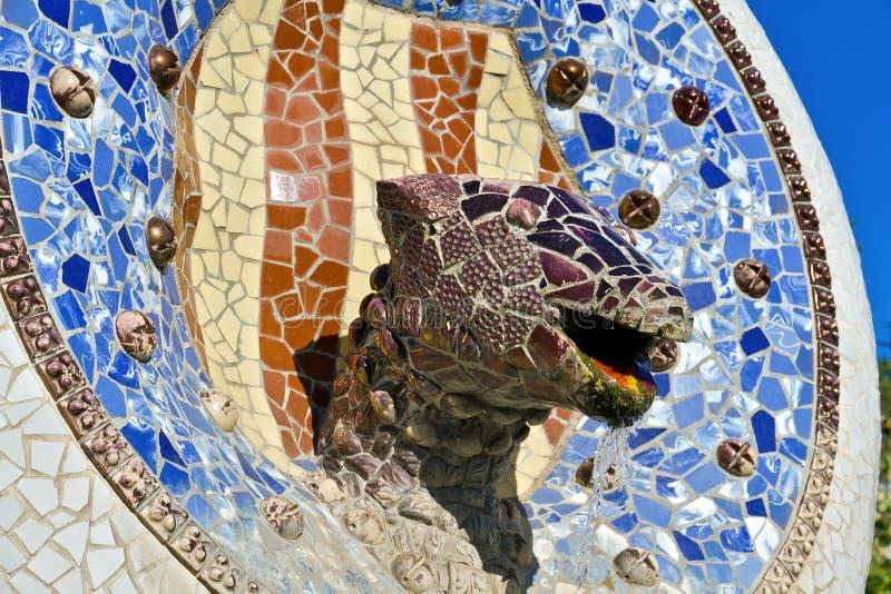 残破的陶瓷龙做马赛克 免版税图库摄影