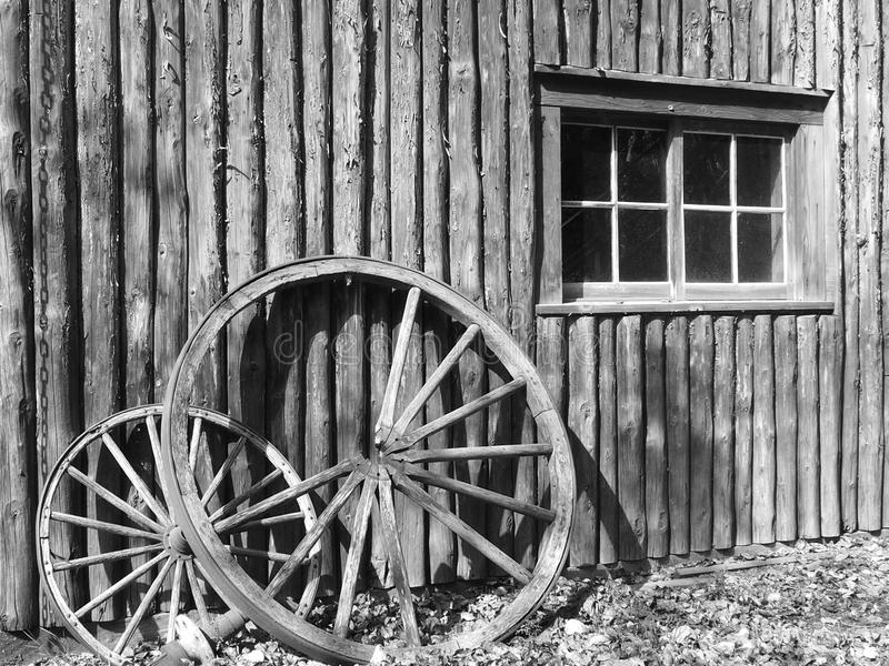 残破的马车车轮 图库摄影