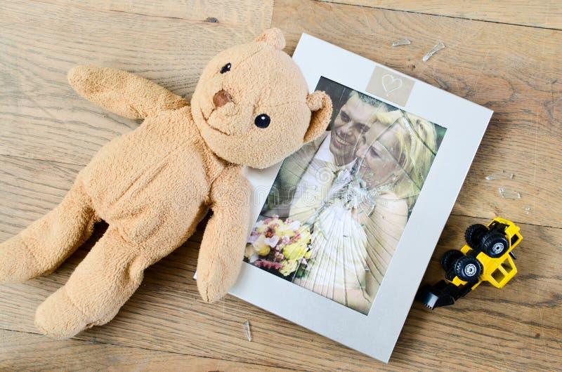 残破的婚姻照片框架离婚 库存图片