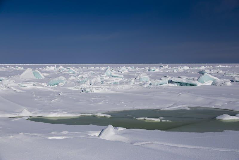 残破的海冰蓝色 免版税图库摄影