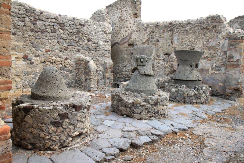 残破的磨房在罗马庞贝城,意大利 免版税图库摄影