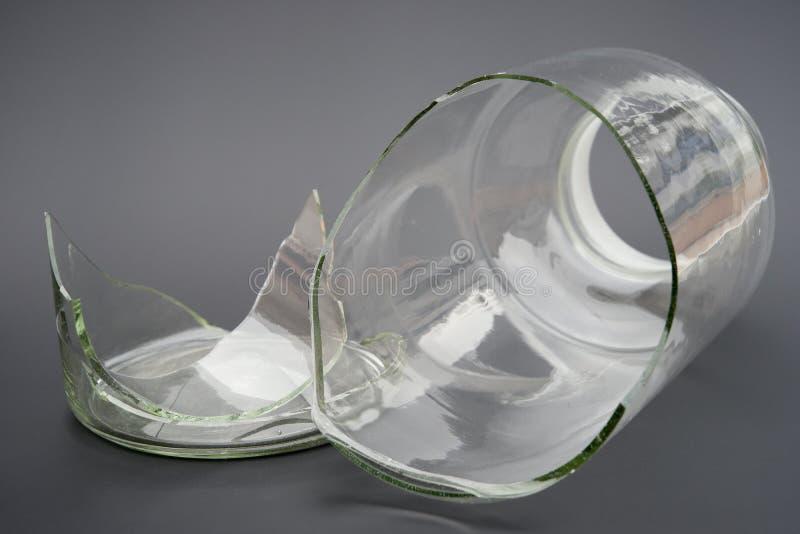 残破的玻璃容器 免版税库存照片