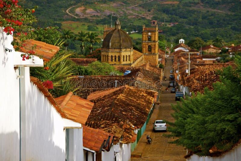 殖民地之家, Barichara大教堂和屋顶  免版税库存图片