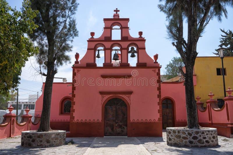 殖民地教会在贝尔纳尔,克雷塔罗,墨西哥 免版税图库摄影