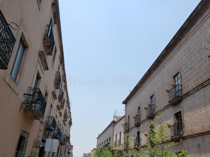殖民地样式建筑学在墨瑞利亚,墨西哥  免版税库存照片