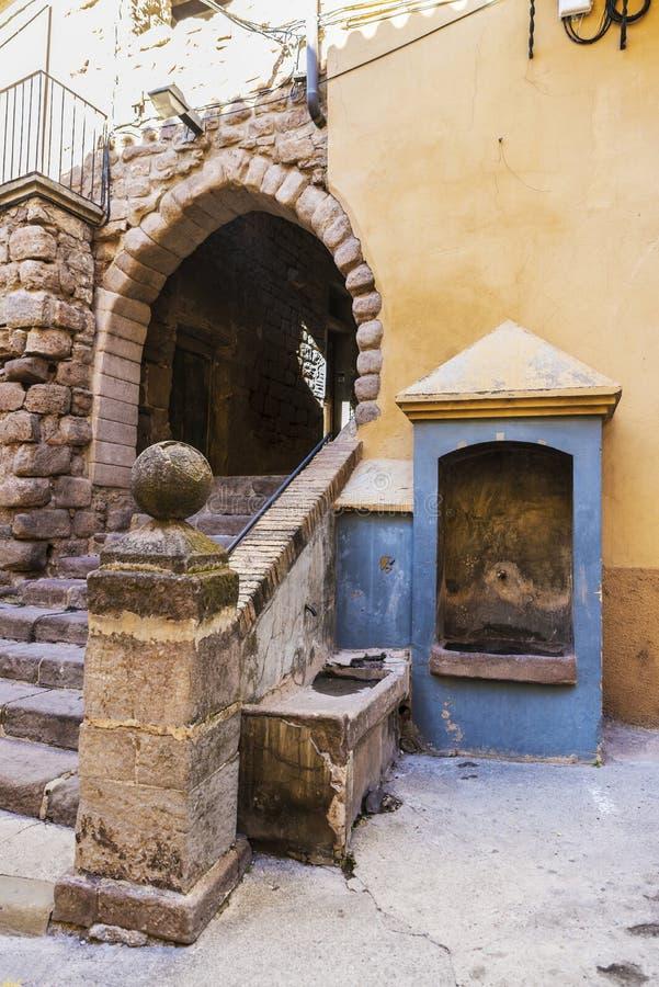 段落在老镇卡尔多纳在加泰罗尼亚,西班牙 免版税库存照片