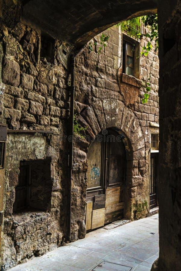 段落在老镇卡尔多纳在加泰罗尼亚,西班牙 免版税图库摄影