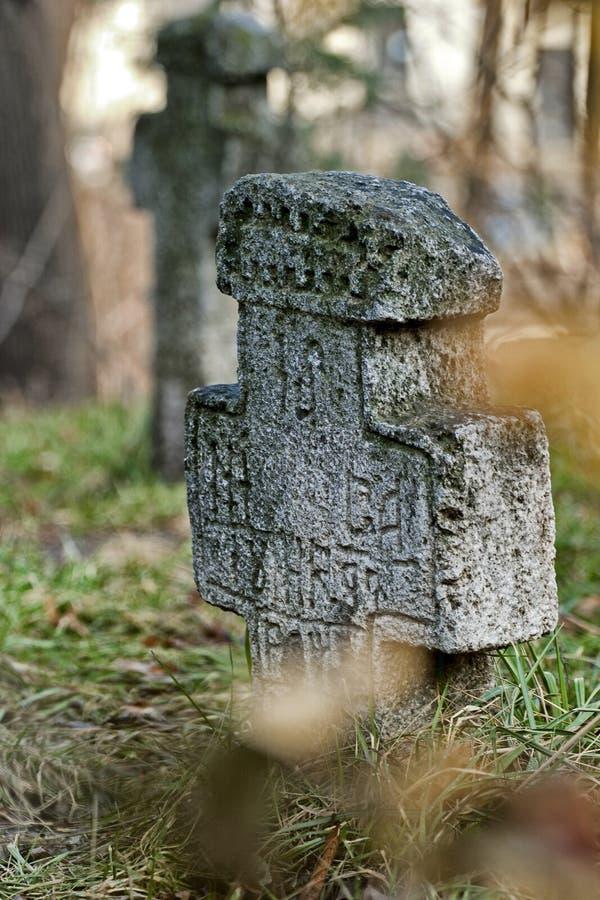 毁损的老墓碑,当的时候 免版税库存图片