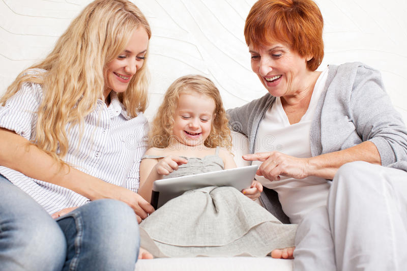 母亲、祖母和小女孩 免版税图库摄影