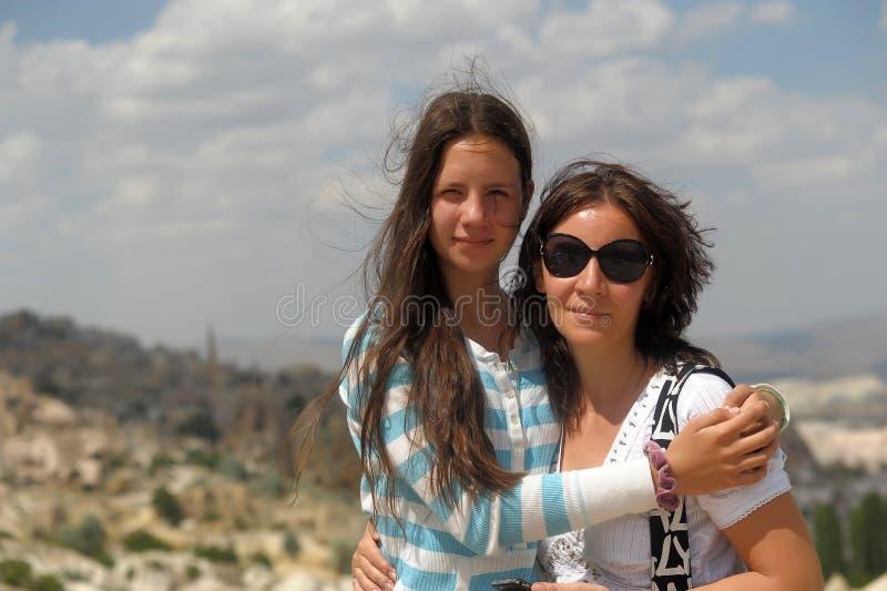 母亲和女儿在卡帕多细亚 库存照片
