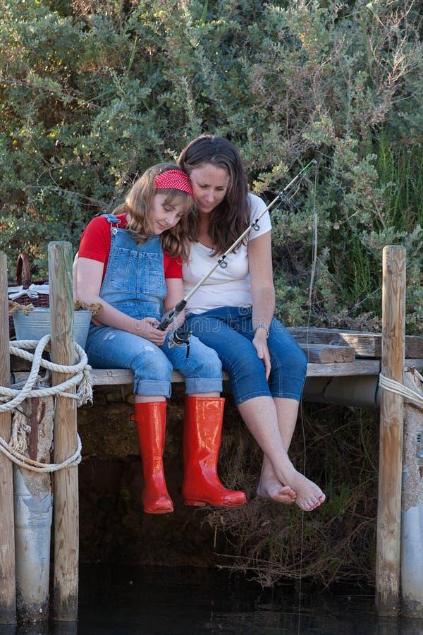 母亲和女儿接合活动 免版税库存图片
