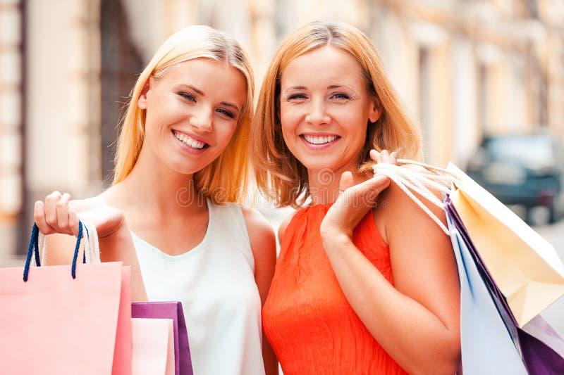 母亲和女儿是最好的朋友 免版税库存图片