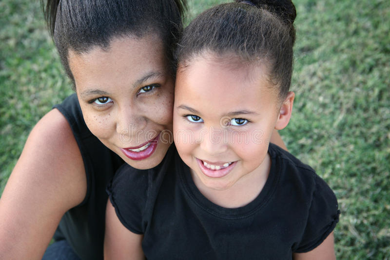 母亲和女儿 免版税库存图片