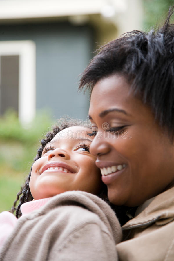 Download 母亲和女儿 库存图片. 图片 包括有 破擦声, 庭院, 中间, 成人, 大使, 关心, 休闲, 女孩, 自治权 - 62534143