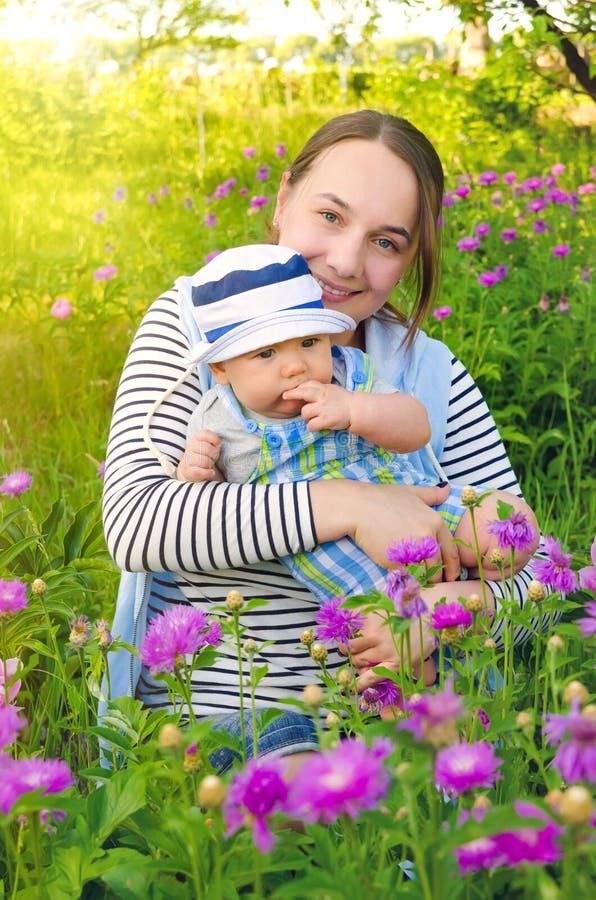 母亲和婴孩 图库摄影