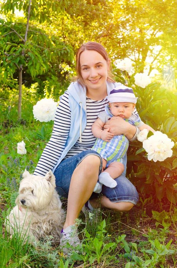 母亲和婴孩 免版税库存照片