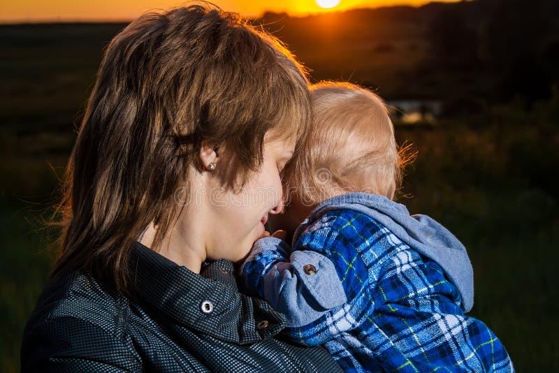 母亲和子项 免版税库存照片