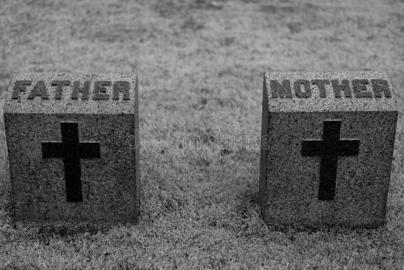 母亲和父亲墓石 图库摄影
