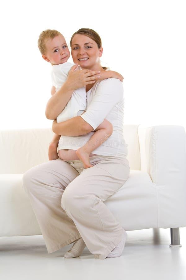 母亲怀孕的儿子 库存照片