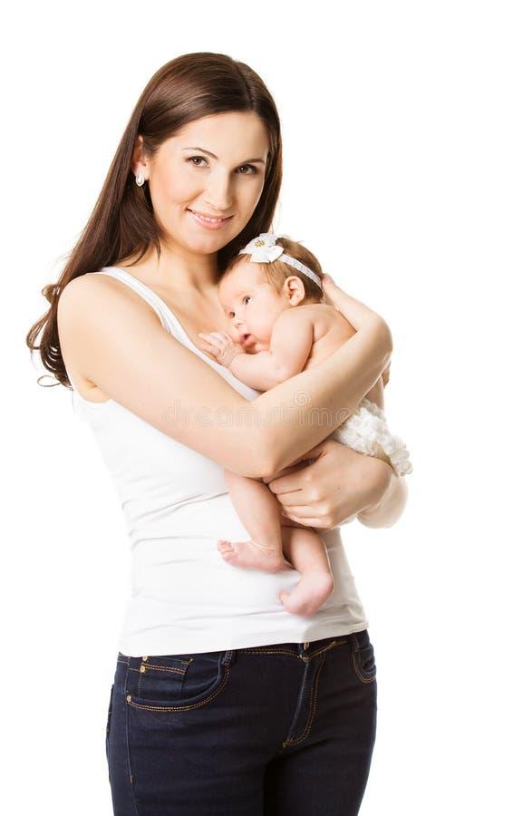 母亲拥抱的新出生的婴孩、妈妈和婴儿在手上 免版税图库摄影