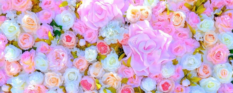 母亲节,以纪念母亲的一个国际假日 与花的盘区为假日 充满母爱的一件礼物 库存图片
