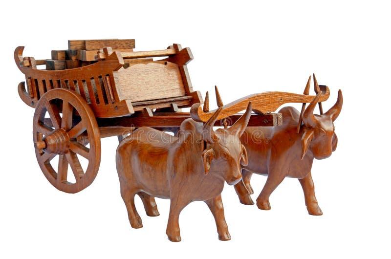 母牛和推车。 免版税图库摄影