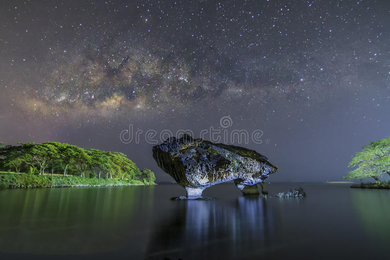 母牛岩石和MilkyWay 库存图片