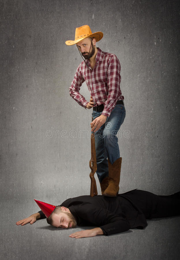 母牛男孩和clubber滑稽的决斗 免版税图库摄影