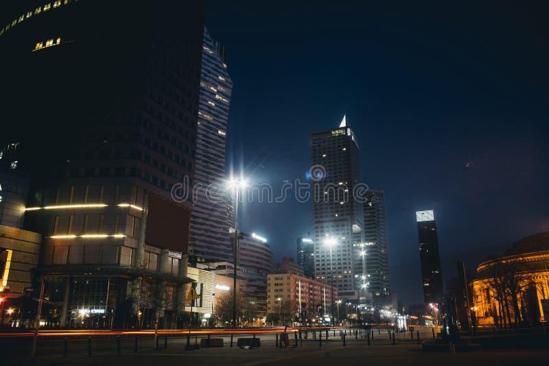 每夜的华沙skyscrappers 免版税图库摄影