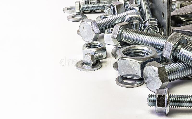 每穿线的紧固件螺拴螺母 图库摄影