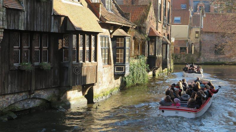 比利时历史悠久的布鲁日美丽运河 库存照片