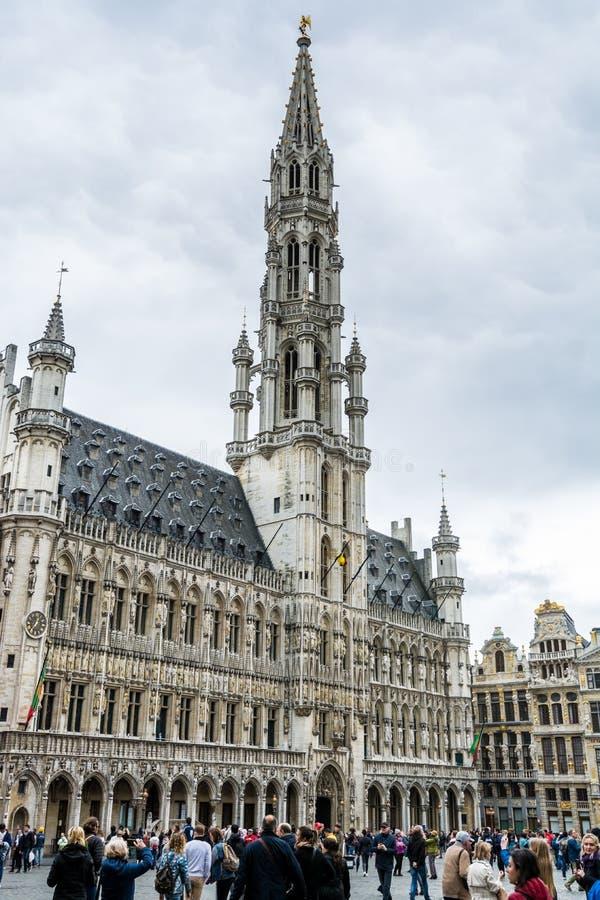 比利时布鲁塞尔市中心大广场布鲁塞尔市政厅主楼的哥特式建筑 库存图片