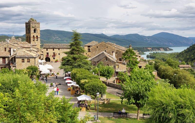 比利牛斯的Ainsa中世纪村庄有美丽的石房子的,韦斯卡省,西班牙 库存照片