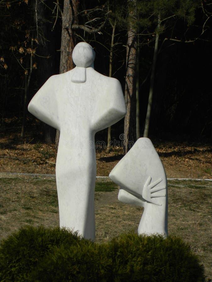 比喻大理石雕塑在公园 免版税图库摄影
