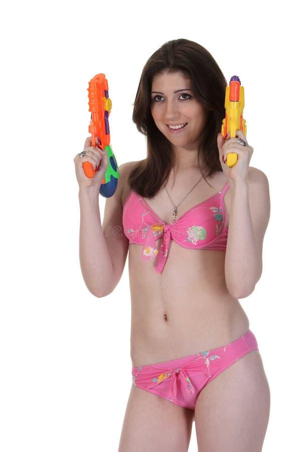 比基尼泳装女孩枪二水 免版税库存图片