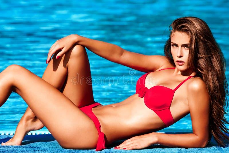 比基尼泳装女孩 免版税库存照片