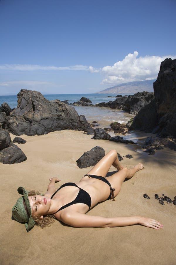 比基尼泳装女性位于 免版税库存照片