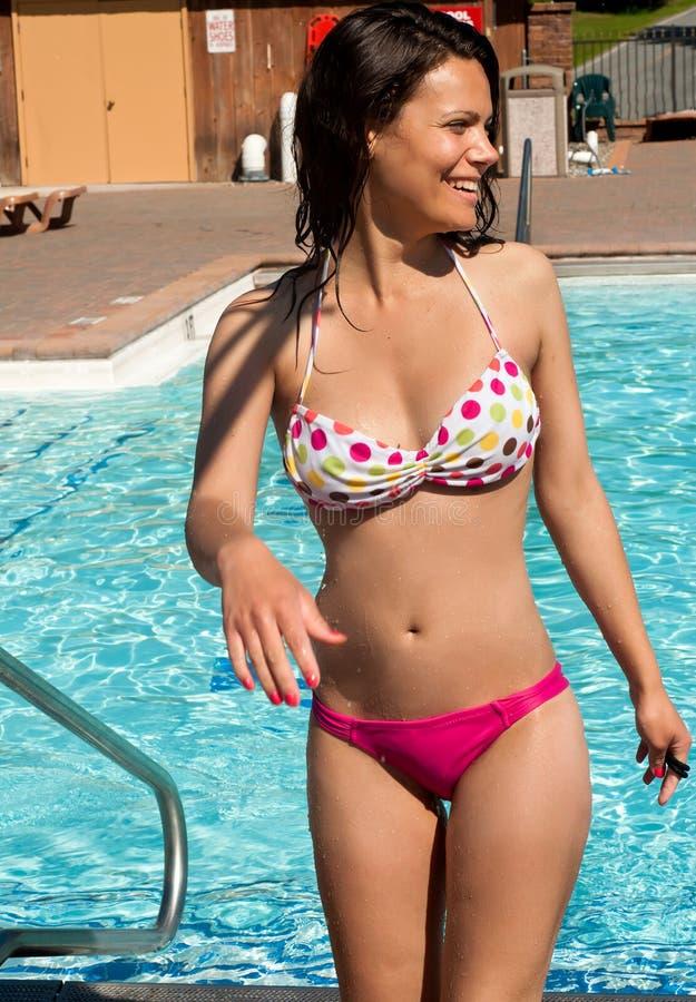 比基尼泳装模型性感的泳装佩带的年&# 免版税库存图片