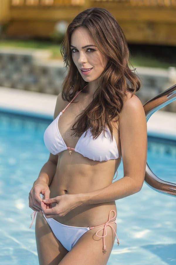 Download 比基尼泳装模型 库存照片. 图片 包括有 适应, 比基尼泳装, 现代, beauvoir, 户外, beautifuler - 59102560