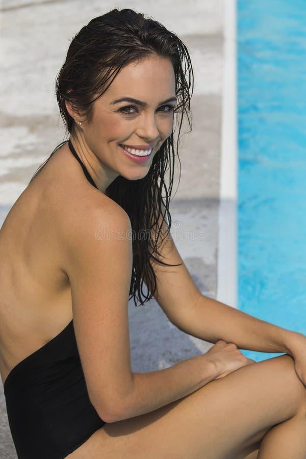 Download 比基尼泳装模型 库存照片. 图片 包括有 纵向, 有吸引力的, 人力, 节假日, 浴巾, 逗人喜爱, 女性 - 59102600