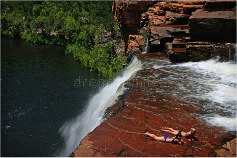 比基尼泳装瀑布 免版税库存图片