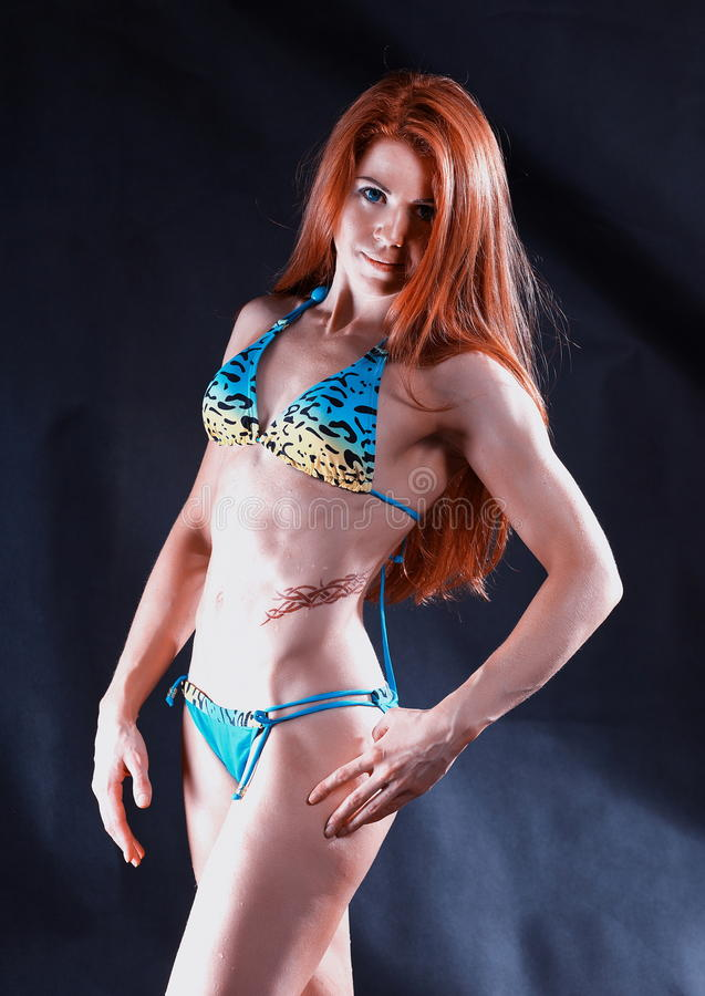 Download 比基尼泳装的少妇爱好健美者 库存图片. 图片 包括有 运动, 工作室, beauvoir, 夫人, 背包 - 30338979