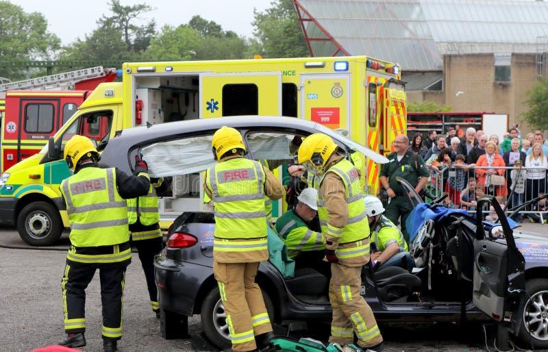 比尤利,汉普郡,英国- 2017年5月29日:去除屋顶的消防员 免版税库存图片